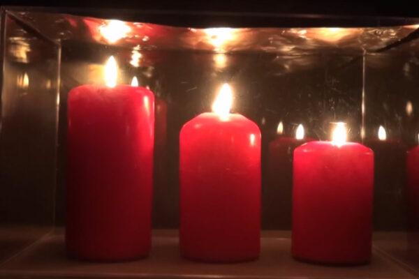3 Kerzen unter Glas